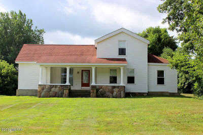 Hillsdale Single Family Home For Sale: 3331 Mauck Rd