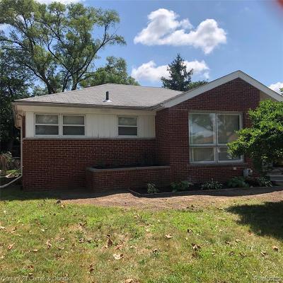 Oak Park Single Family Home For Sale: 22130 Beverly St
