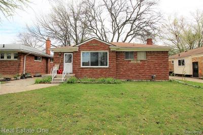 Oak Park Single Family Home For Sale: 24300 Scotia Rd