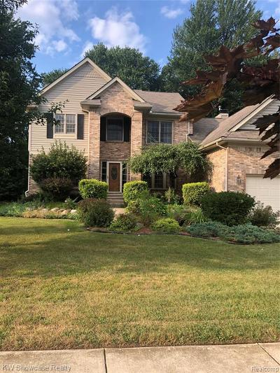 Wixom Single Family Home For Sale: 1402 Trailside Blvd