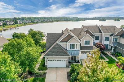 Novi Condo/Townhouse For Sale: 25760 Island Lake Dr