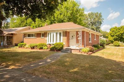 Oak Park Single Family Home For Sale: 14200 Northend Ave