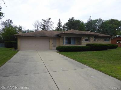 Single Family Home For Sale: 120 Pleasant Lake Dr