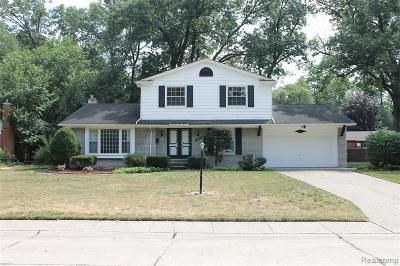 Livonia Single Family Home For Sale: 33355 Myrna Crt