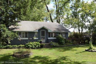 Wixom Single Family Home For Sale: 1800 N Wixom Rd