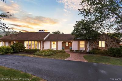 Plymouth Single Family Home For Sale: 12500 Beacon Hill Dr