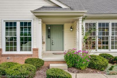 Northville Condo/Townhouse For Sale: 39448 Village Run Dr S
