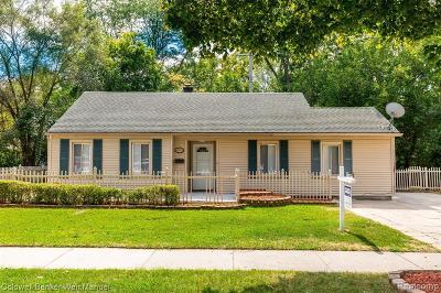 Oak Park Single Family Home For Sale: 12971 W 9 Mile Rd