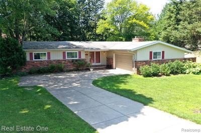 Novi Single Family Home For Sale: 23935 Lynwood Dr