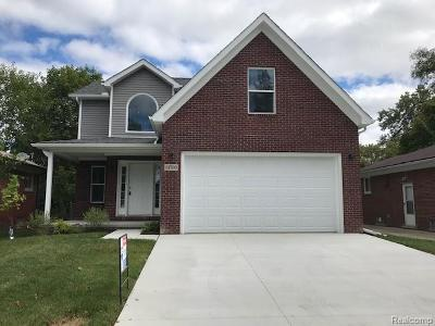 Oak Park Single Family Home For Sale: 21700 Westhampton St