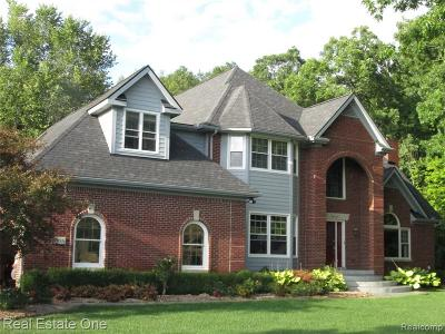South Lyon Single Family Home For Sale: 6975 Sunset Dr