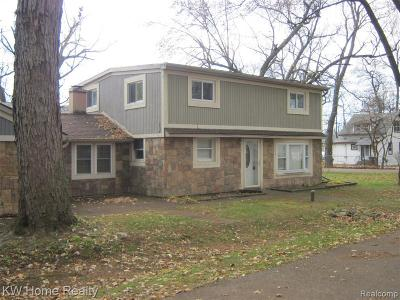 Single Family Home For Sale: 1801 Point St