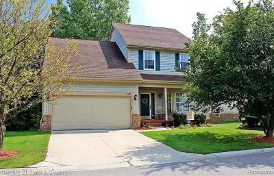 Novi Condo/Townhouse For Sale: 41583 Sleepy Hollow Dr