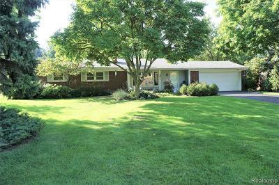 Livonia Single Family Home For Sale: 38625 Morningstar St