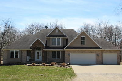 Mason Single Family Home For Sale: 737 W Dexter Trail Trail