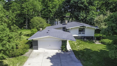 Lansing Single Family Home For Sale: 3853 Waverly Hills Road