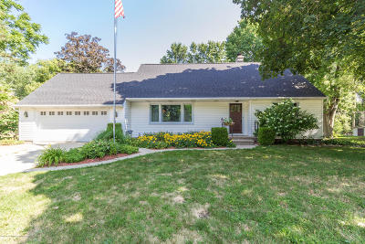 East Lansing Single Family Home For Sale: 702 Gainsborough Drive