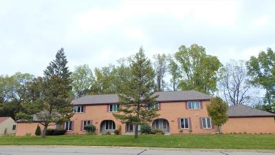 East Lansing Condo/Townhouse For Sale: 1374 Lakeside Drive