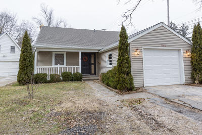 Lansing Single Family Home For Sale: 1700 Tecumseh River Road