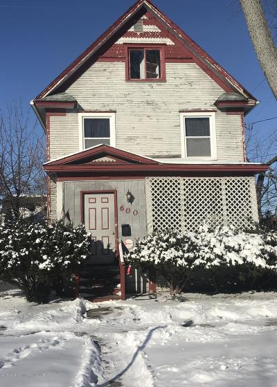 Lansing Single Family Home For Sale: 600 W Lapeer Street