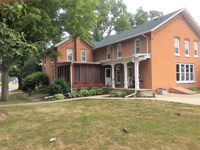 Grand Ledge Single Family Home For Sale: 6398 E St. Joseph
