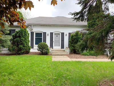 Lansing Single Family Home For Sale: 1132 Hillgate Way
