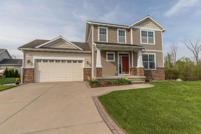 East Lansing Single Family Home For Sale: 5860 Caen Circle Circle