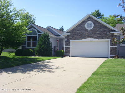 Lansing Condo/Townhouse For Sale: 7204 Glen Terra Drive #61