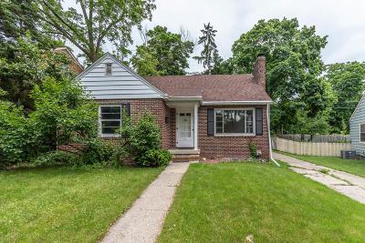 East Lansing Single Family Home For Sale: 836 Huntington Road