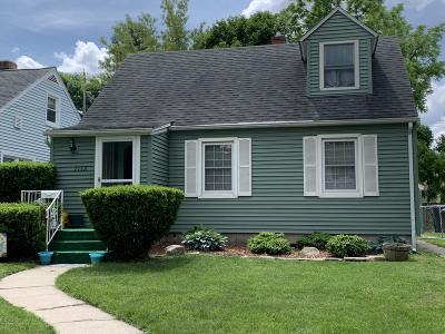 Lansing Single Family Home For Sale: 1112 Pershing Drive