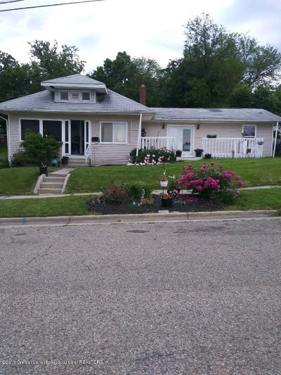 Lansing Single Family Home For Sale: 908 Middle Street