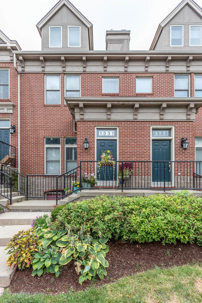 Lansing Condo/Townhouse For Sale: 1331 Turner Street #17