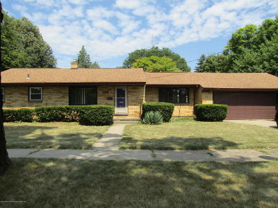 Lansing Single Family Home For Sale: 2803 Lasalle Gardens