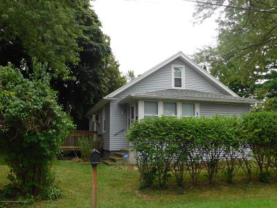 Lansing Single Family Home For Sale: 400 Justice Street