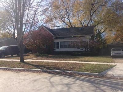 Roseville MI Single Family Home For Sale: $210,000