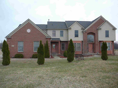 Lapeer Single Family Home For Sale: 853 Morris