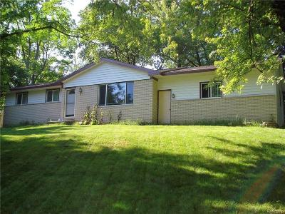 Clarkston Single Family Home For Sale: 5086 Oneida Dr