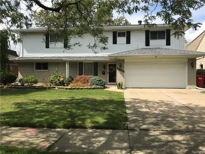 Grosse Pointe Woods Single Family Home For Sale: 21737 River Rd