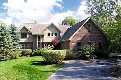 Clarkston Single Family Home For Sale: 10120 Heartwood Rd