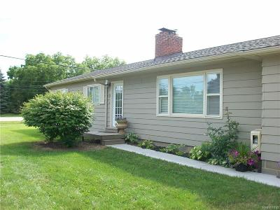 Rochester Hills Single Family Home For Sale: 2978 Hickory Lawn Rd