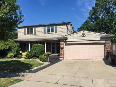 Saint Clair Shores Single Family Home For Sale: 23209 Robert John