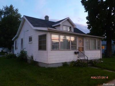 Roseville Single Family Home For Sale: 17610 E 12 Mile Rd