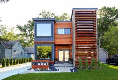 Royal Oak Single Family Home For Sale: 2531 Rochester Rd