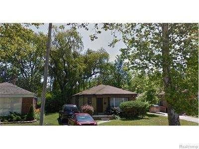 Oak Park Single Family Home For Sale: 21400 Parklawn St