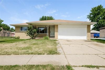 Clinton Township Single Family Home For Sale: 17491 Loranger St