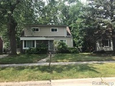 Oak Park Single Family Home For Sale: 23261 Roanoke Ave