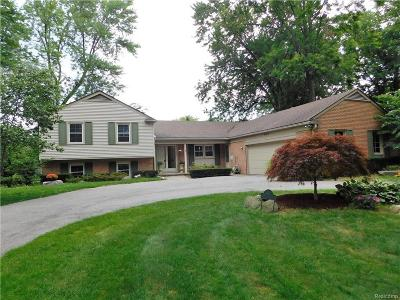 Grosse Pointe Woods Single Family Home For Sale: 562 Heather Ln