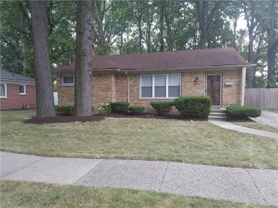 Oak Park Single Family Home For Sale: 15001 Pearson St