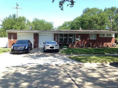Oak Park Single Family Home For Sale: 23000 Oak Crest St