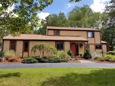 Oakland Twp Single Family Home For Sale: 3043 Wains Way